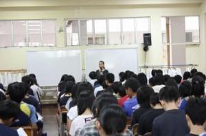 画像:シンガポール日本人学校中等部講演風景