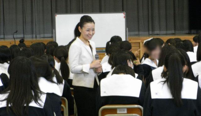 2014年10月30日栃木県立栃木女子高等学校さまにて2年生を対象に講演をさせていただきました